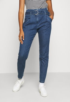 VMBAILEY PAPERBAG BELT - Jeans relaxed fit - medium blue denim