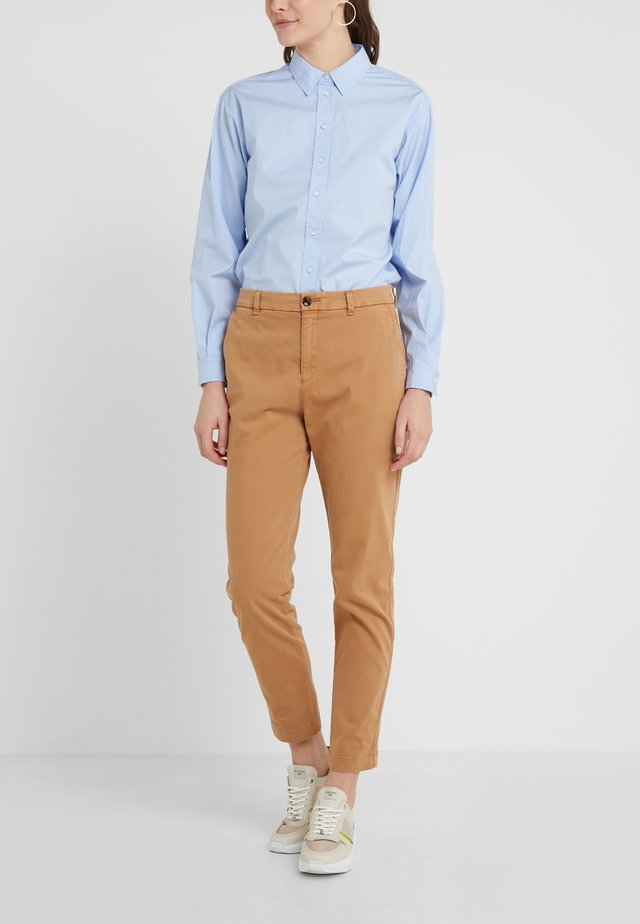 SACHINI - Pantalones chinos - light pastel brown