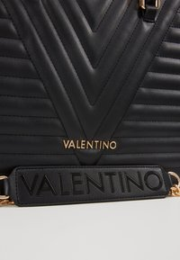 Valentino Bags - CAJON - Sac à main - nero - 5