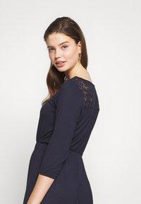 Vero Moda - VMJASMIN SHORT DRESS - Žerzejové šaty - night sky - 3
