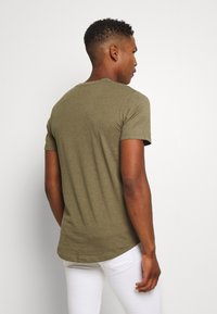 Jack & Jones - ENOA TEE CREW NECK MELANGE 5 PACK - T-shirt basic - olive night/olive/navy/rio - 6