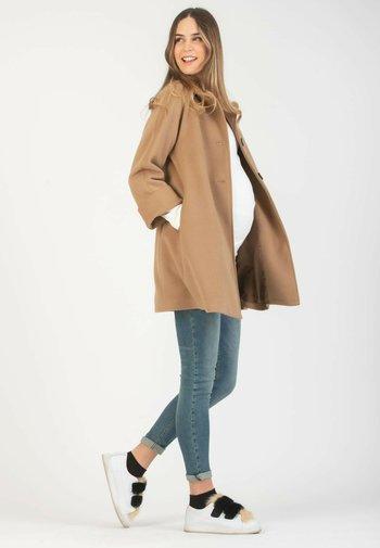 JOY - Krátký kabát - 105 - camel