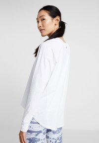 Cotton On Body - ACTIVE LONGSLEEVE  - Maglietta a manica lunga - white - 2