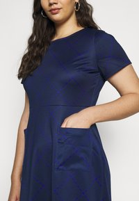 CAPSULE by Simply Be - POCKET SHIFT - Kjole - navy - 5