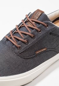 Jack & Jones - JFWVISION CLASSIC  - Sneakersy niskie - anthracite - 5