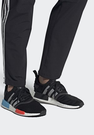 NMD_R1 UNISEX - Sneakers - core black/silver metallic/solar red