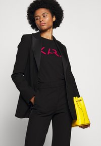 KARL LAGERFELD - LEGEND LOGO - T-Shirt print - black - 4