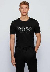 BOSS - TEE  - T-shirt imprimé - black - 0