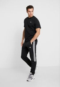 adidas Originals - MINI TEE - Print T-shirt - black - 1