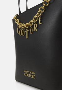 Versace Jeans Couture - CHARMS SMOOTH - Handbag - nero - 5