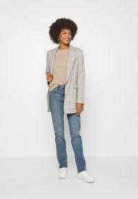 GAP - KENDAL - Straight leg jeans - medium indigo - 1