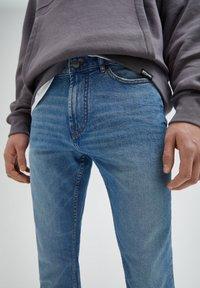 PULL&BEAR - Jeans straight leg - mottled light blue - 3