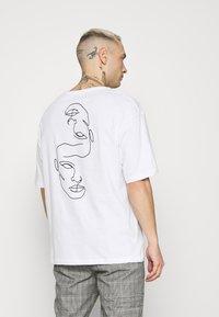 Jack & Jones - JORJACE TEE CREW NECK - T-shirt imprimé - white - 2