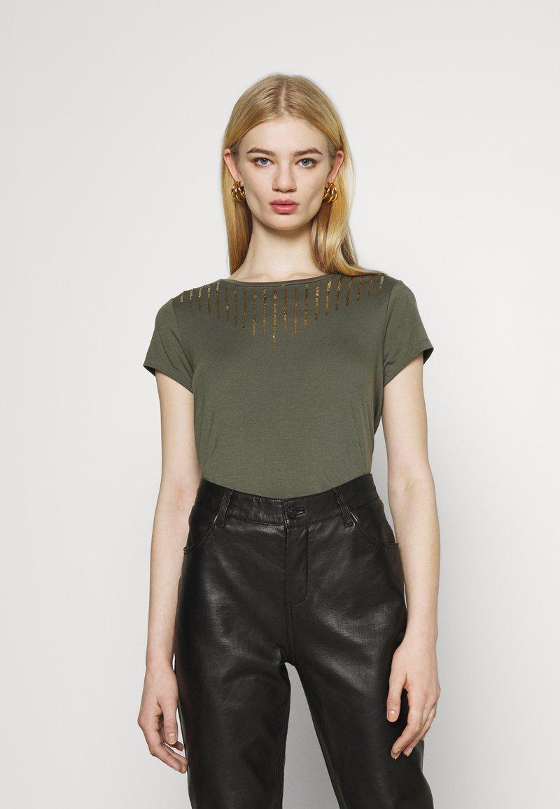 ONLY - ONLBRIELLE GRACE BLING BOX - Print T-shirt - kalamata/gold