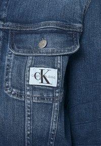 Calvin Klein Jeans - CROPPED 90S JACKET - Denim jacket - denim dark - 3