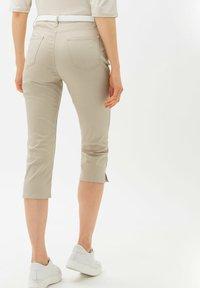 BRAX - MARY - Trousers - warm sand - 2