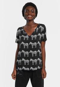 Desigual - Print T-shirt - black - 0