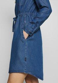 Marc O'Polo DENIM - DRESS FEMININE PATCHED POCKET - Vestito di jeans - february blue dress - 4