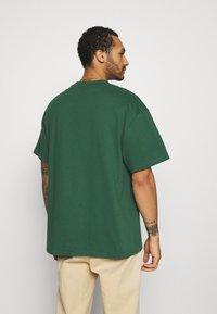 Weekday - GREAT - T-paita - dark green - 2