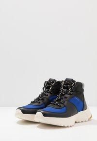 Coach - C250 TECH HIKER BOOT - Vysoké tenisky - black/sport blue - 2