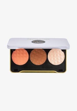 REVOLUTION X PATRICIA BRIGHT FACE PALETTE - Face palette - moonlight glow (fair)