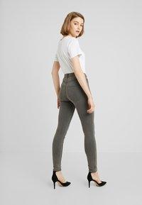 ONLY - ONLFHI MAX LIFE BOX - Jeans Skinny Fit - grey denim - 2