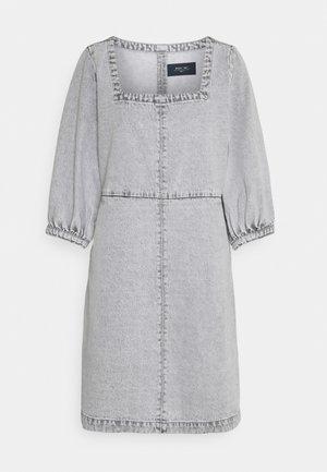 NMSOPHIE ¾ DRESS - Vestito di jeans - light grey denim