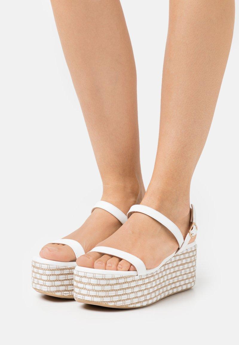 Patrizia Pepe - Sandály na platformě - white/beige