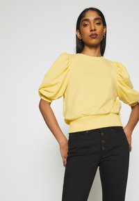 ONLY - ONLBALOU LIFE ONECK - T-shirt basic - sunshine - 4