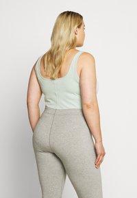 Nike Sportswear - W NSW ESSNTL - Leotard - pistachio frost/white - 2