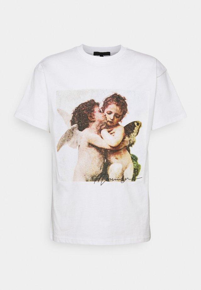 MENNACE CHERUB REGULAR - T-shirt con stampa - white