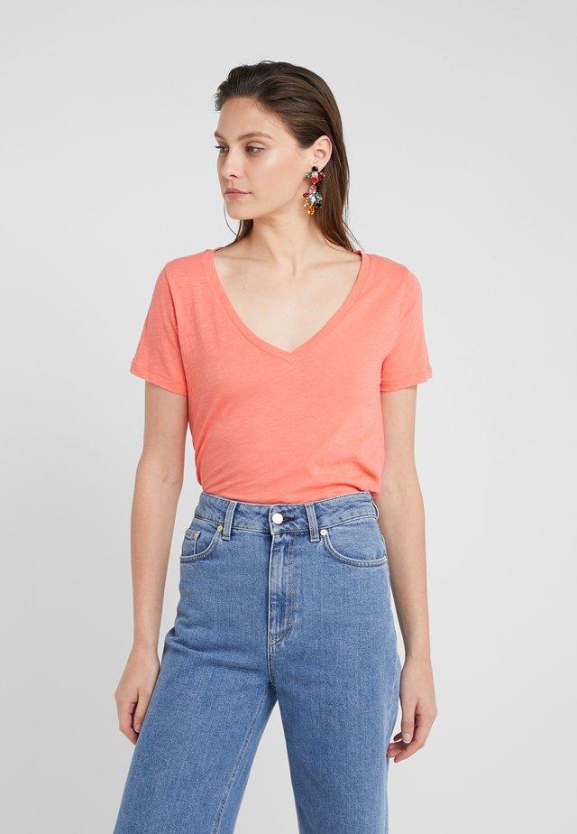 VINTAGE V NECK TEE - T-shirts - autumn coral