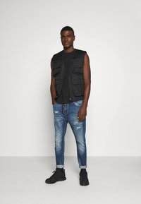 Alessandro Zavetti - ZIPOLLO CARROT - Jeans Tapered Fit - black - 1