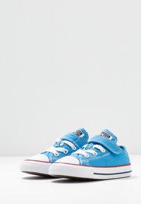 Converse - CHUCK TAYLOR ALL STAR TWISTED - Trainers - coast/garnet/white - 3