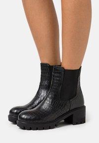 Les Tropéziennes par M Belarbi - ZANGE - Platform ankle boots - noir - 0