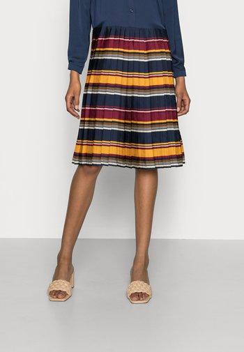 PLEATED STP KNEE DRESS  - Denní šaty - blanket  amber glow