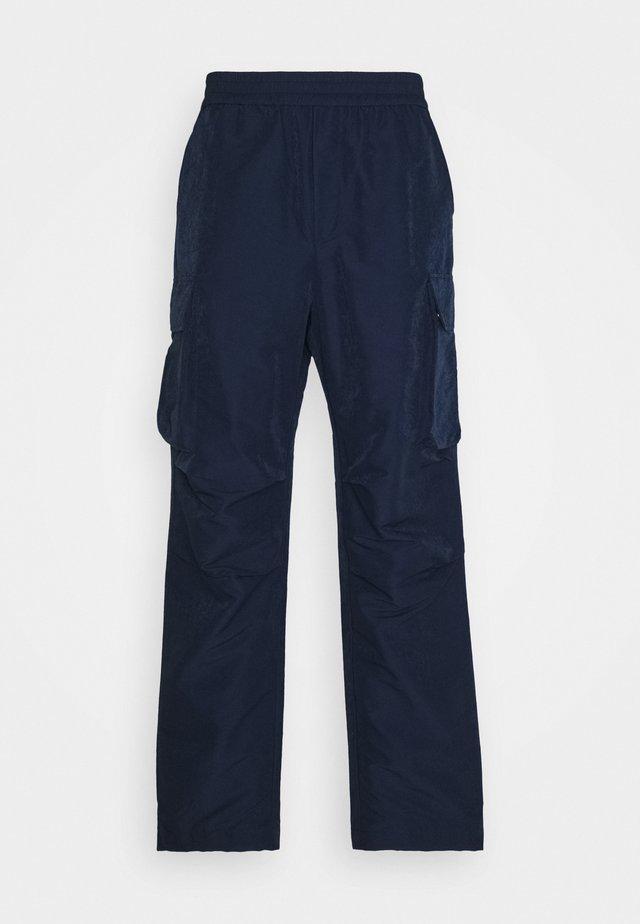 HALSEY TROUSERS - Pantalon cargo - navy