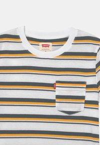 Levi's® - POCKET - T-shirt print - white - 2