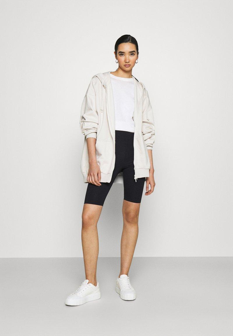 Monki - EDDA 2 PACK - Shorts - black dark/beige