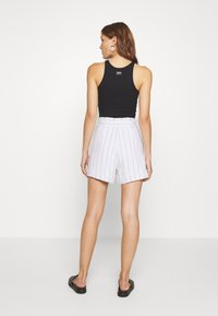 Abercrombie & Fitch - LONG INSEAM STRIPE - Shorts - white/blue - 2