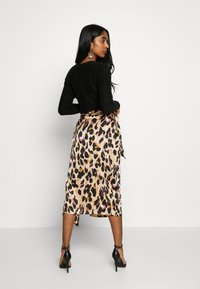 Never Fully Dressed - JASPRE WRAP MIDI SKIRT - Falda cruzada - brown - 2