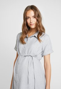 Glamorous Bloom - SHORT SLEEVE MIDI DRESS WITH BELT - Shirt dress - grey - 4