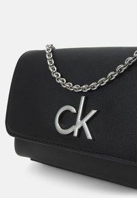 Calvin Klein - PHONE XBODY MICRO BAG - Kabelka - bax - 3