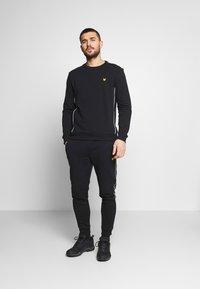 Lyle & Scott - Sweatshirt - true black - 1