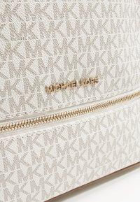 MICHAEL Michael Kors - RHEA ZIP BACK PACK - Plecak - vanilla - 6