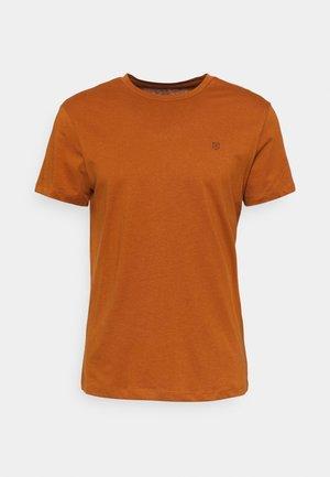JPRBLABOOSTER TEE  - Camiseta básica - caramel café