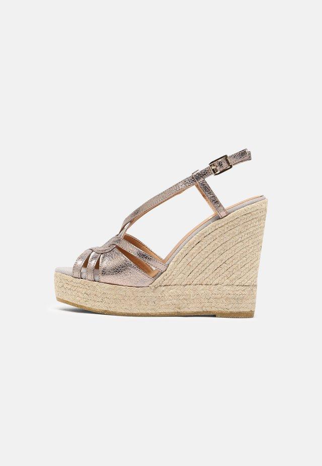 SOFIA - Sandales à plateforme - silber/grau