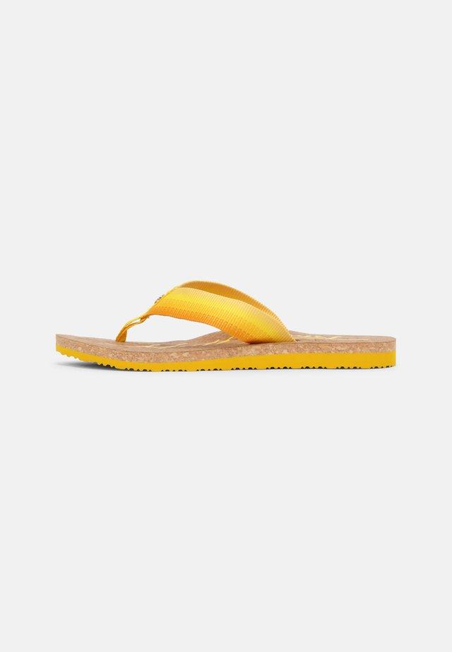GRADIENT BEACH  - Teenslippers - vivid yellow