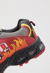 LICO - HOT - Sneakersy niskie - rot/schwarz/gelb - 5