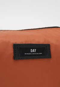 DAY ET - DAY GWENETH BEAUTY - Toalettmappe - burnt brick red - 2